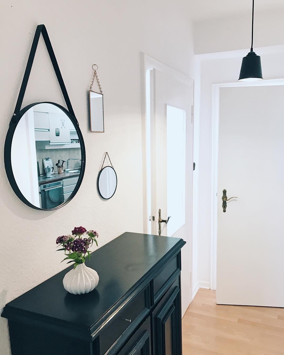 Runder Wandspiegel Liz Mit Schwarzer Lederschlaufe Haus Deko Wandspiegel Elegantes Wohnzimmer