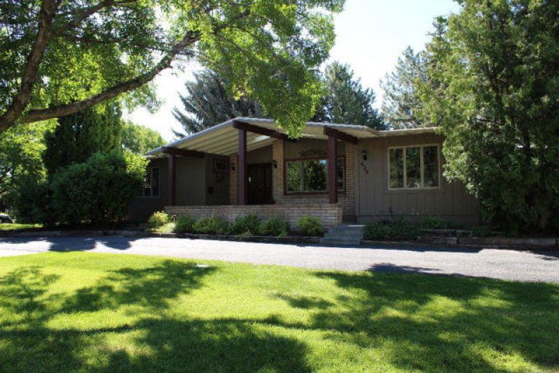 425 Westmoreland Dr, Idaho Falls, ID 83402