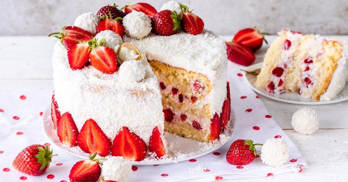 Erdbeer Raffaello Torte Rezept In 2020 Kuchen Und Torten Rezepte Lecker Backen Und Kuchen Und Torten