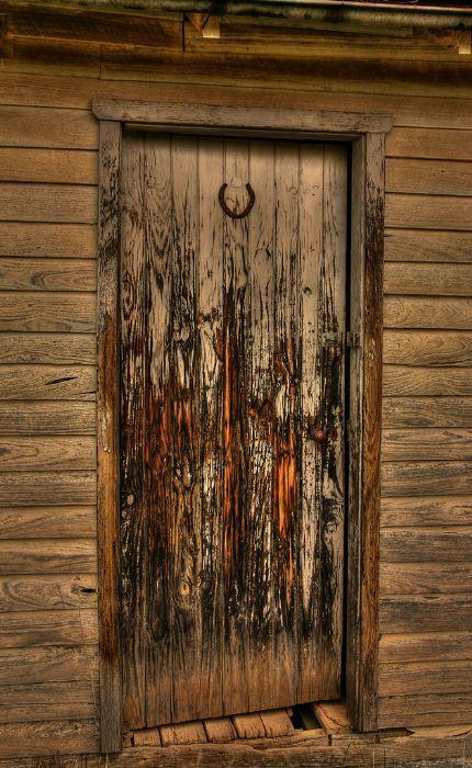 Porton clasico puertas rusticas puertas de madera for Puertas de madera y hierro antiguas