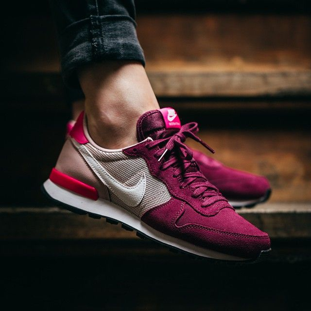 womens nike internationalist purple white