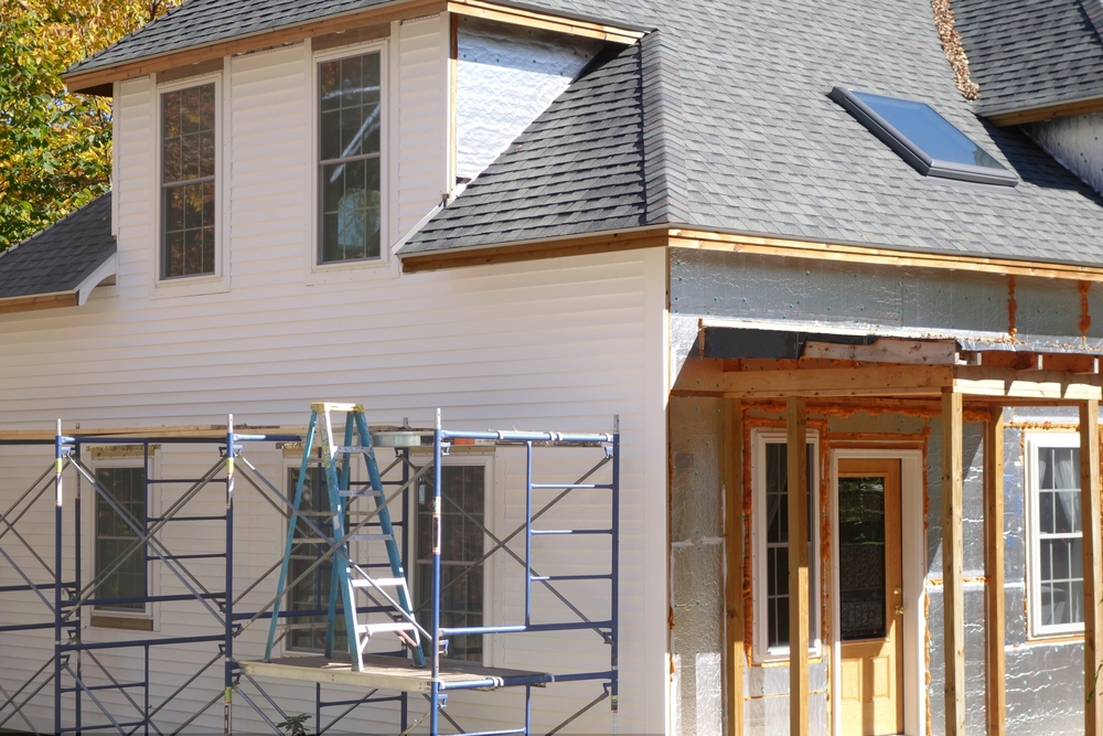 Repairing Wood Board And Shingle Siding The Complete Procedure Shingle Siding Roofing Contractors Shingling