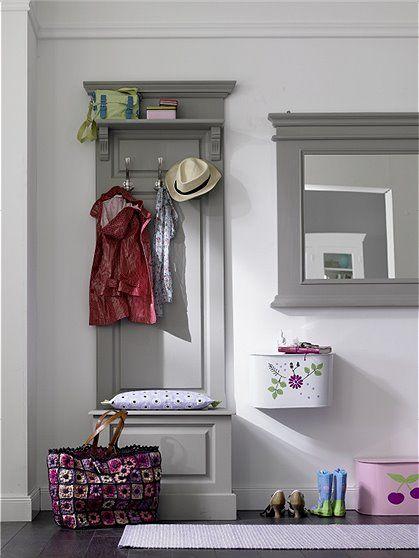 Kleine garderobe im landhaus stil mit zus tzlichem for Kleine garderobe einrichten