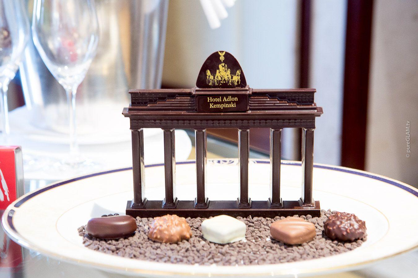 Das Hotel Adlon In Berlin Besondere Momente Einmaliger Ausblick Luxus Pur Hotel Amenities Hotel Branding Spa