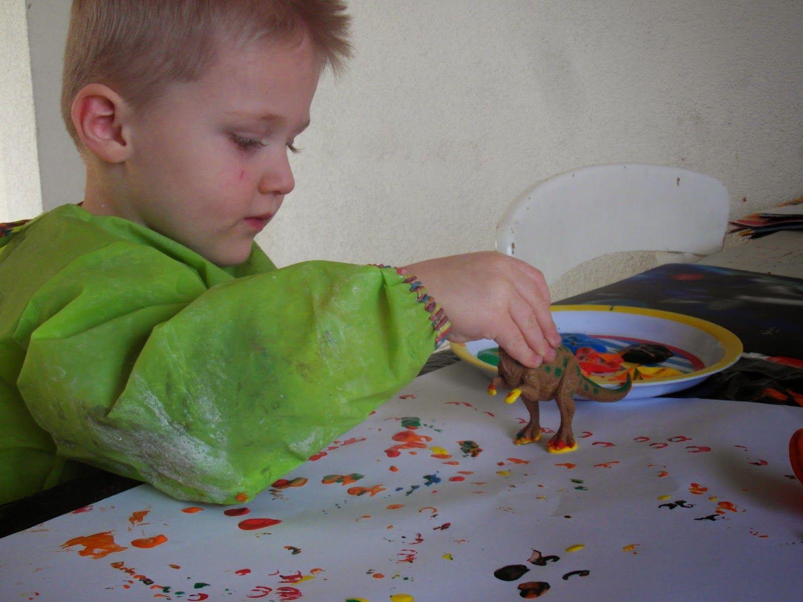 Sporen van dino's!, activiteit peuter/kleuter, verf