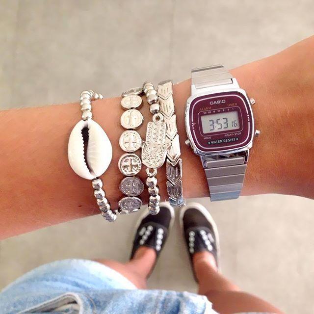 d31ddd092c0 Relógio Casio Mini Fundo Bordô + Mix de Pulseiras Níquel compre online com  rapidez e segurança em biankanunes.com.br