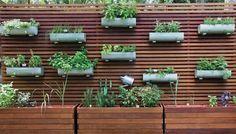 IDEIAS DA MARY: Horta em painel de madeira cumaru maciço