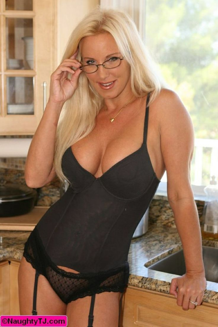 Hot mature in lingerie