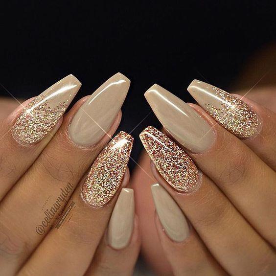 Beige Glitter Coffin Nails Uñas Doradas Uñas Acrilicas