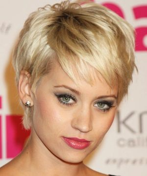 Short Haircuts For 40 Year Old Short Haircuts For A 40 Year Old Short Haircuts For Women Photo Sh Thick Hair Styles Hair Styles Cute Hairstyles For Short Hair