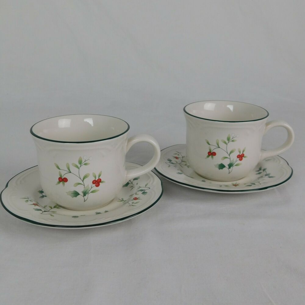 Set Of 2 Pfaltzgraff Winterberry 8 Oz Coffee Cup Saucer 6 1 4 Diameter Holiday Pfaltzgraff In 2020 Cup And Saucer Coffee Cups Pfaltzgraff
