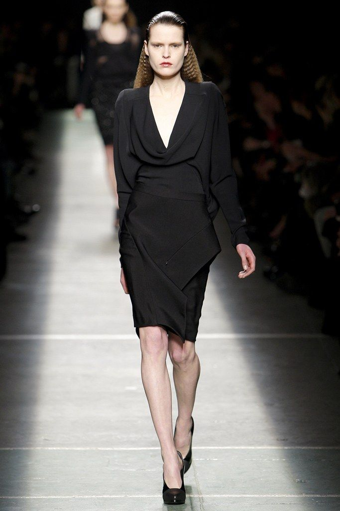 See the complete Givenchy Fall 2009 Ready-to-Wear collection.