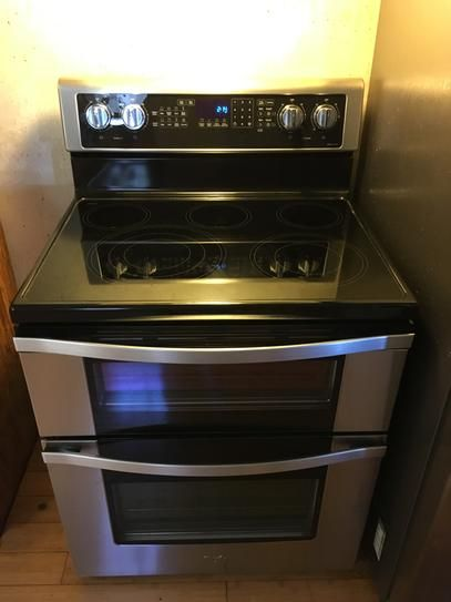 Whirlpool 67 Cu Ft Double Oven Electric Range With True