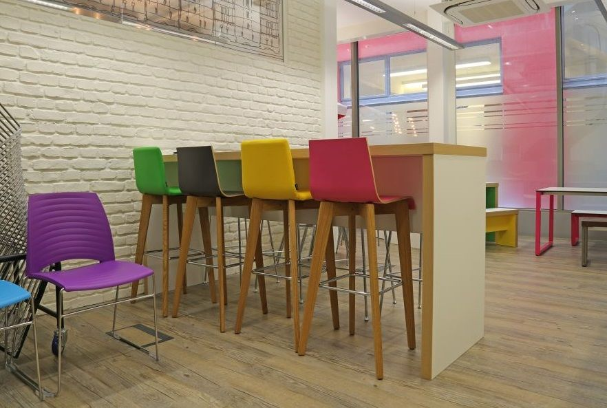 Slab End Tall Table With Wooden Legged High Stools By Frovi  |OfficeProblemsSolved.com|