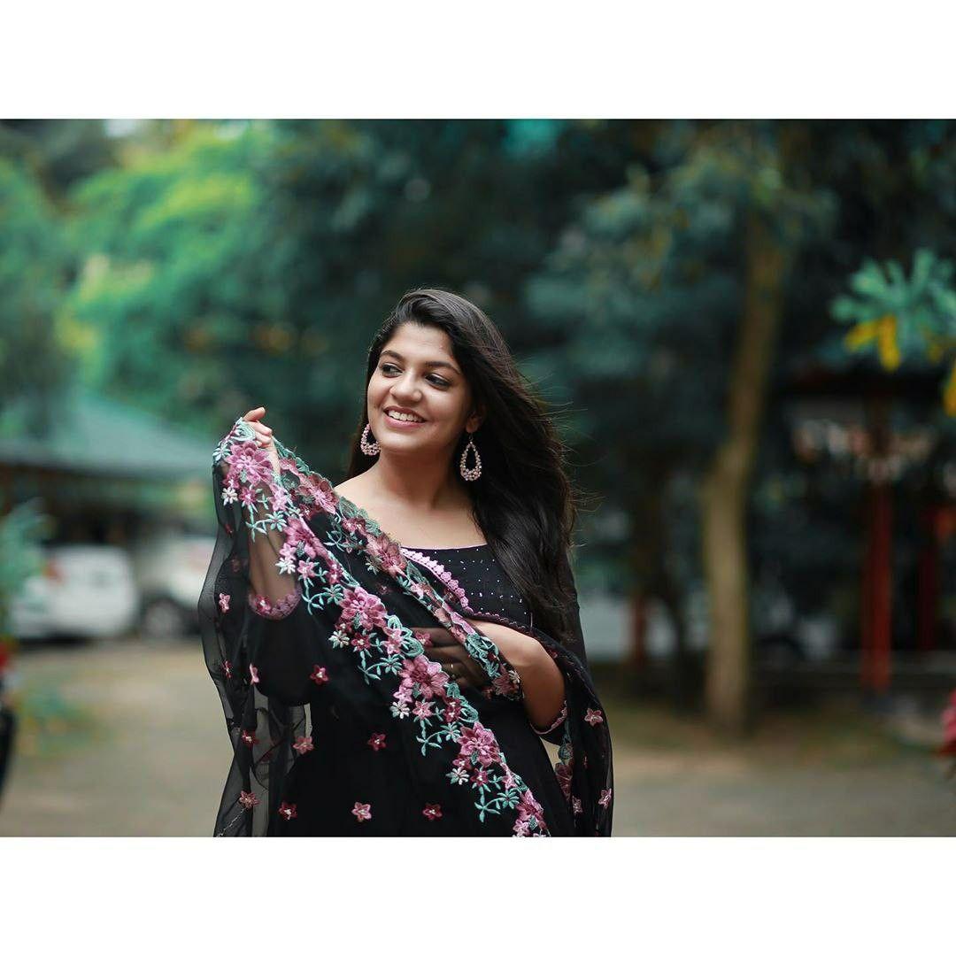 Aparna Balamurali Latest Hot HD Photos/Wallpapers (1080p