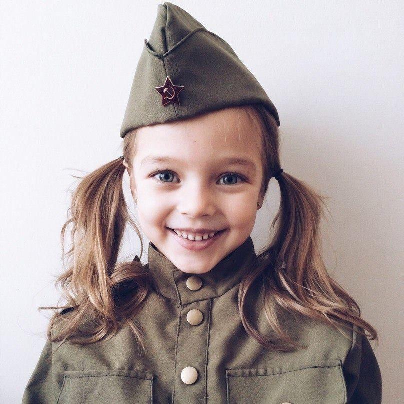 devushki-v-pilotkah-foto