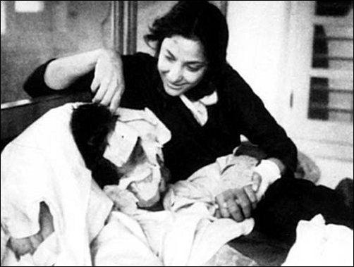 ajab-jankari-bollywood-ke-kisse-when-rajkapoor-cried-whole-night-in-a-bathtub