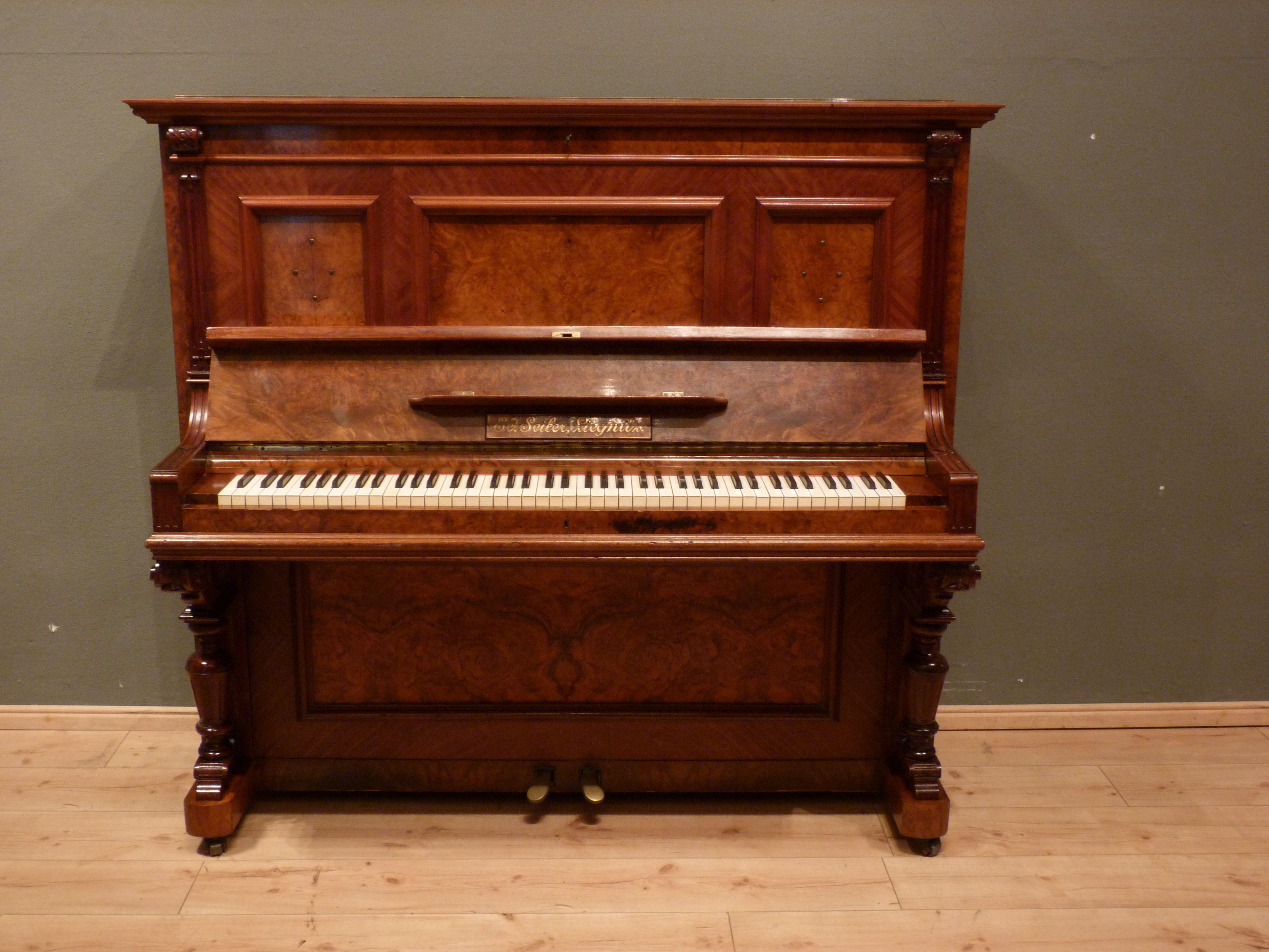 Klavier aus der Gründerzeit in Nussbaum, um 1870 | Antike Möbel ...