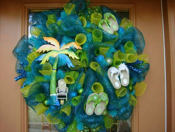 Flip flop and palm tree deco mesh wreath