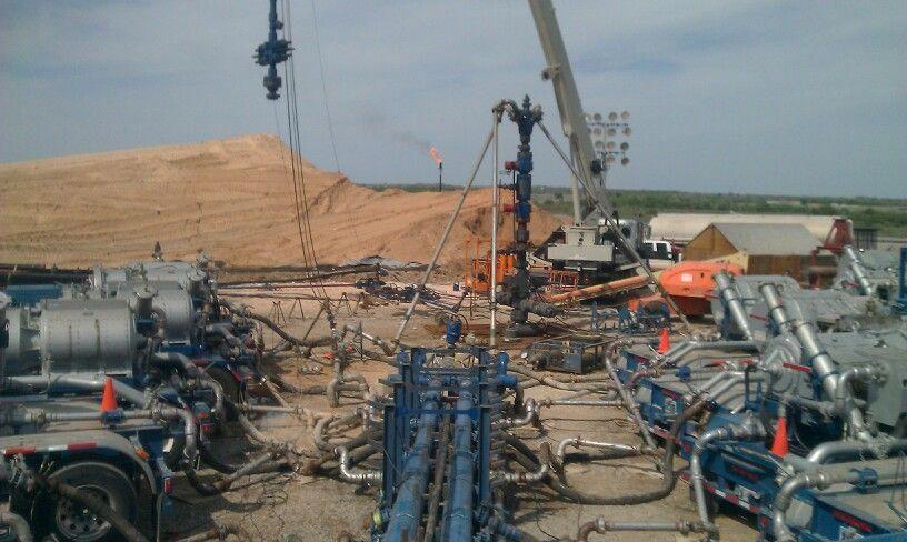 Frac Job Oilfield, Oil and gas