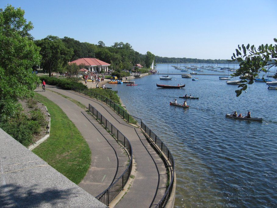 Lake Calhoun - Wikipedia