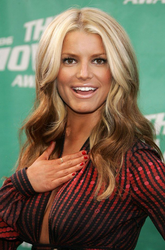 12 Times Jessica Simpson Dyed Her Hair A Different Shade Of Blonde
