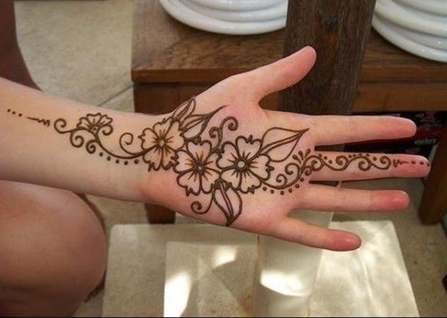 Inai Party Mehndi Red Cone : Cone mehndi designs  for hands images free download