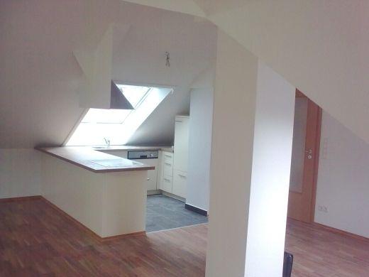 Dachbodenausbau Küche und Wohnraum mit Dachschrägen (nachher ...