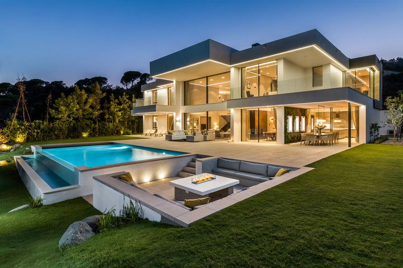 Marbella, in vendita una villa da 572 mq Case di lusso