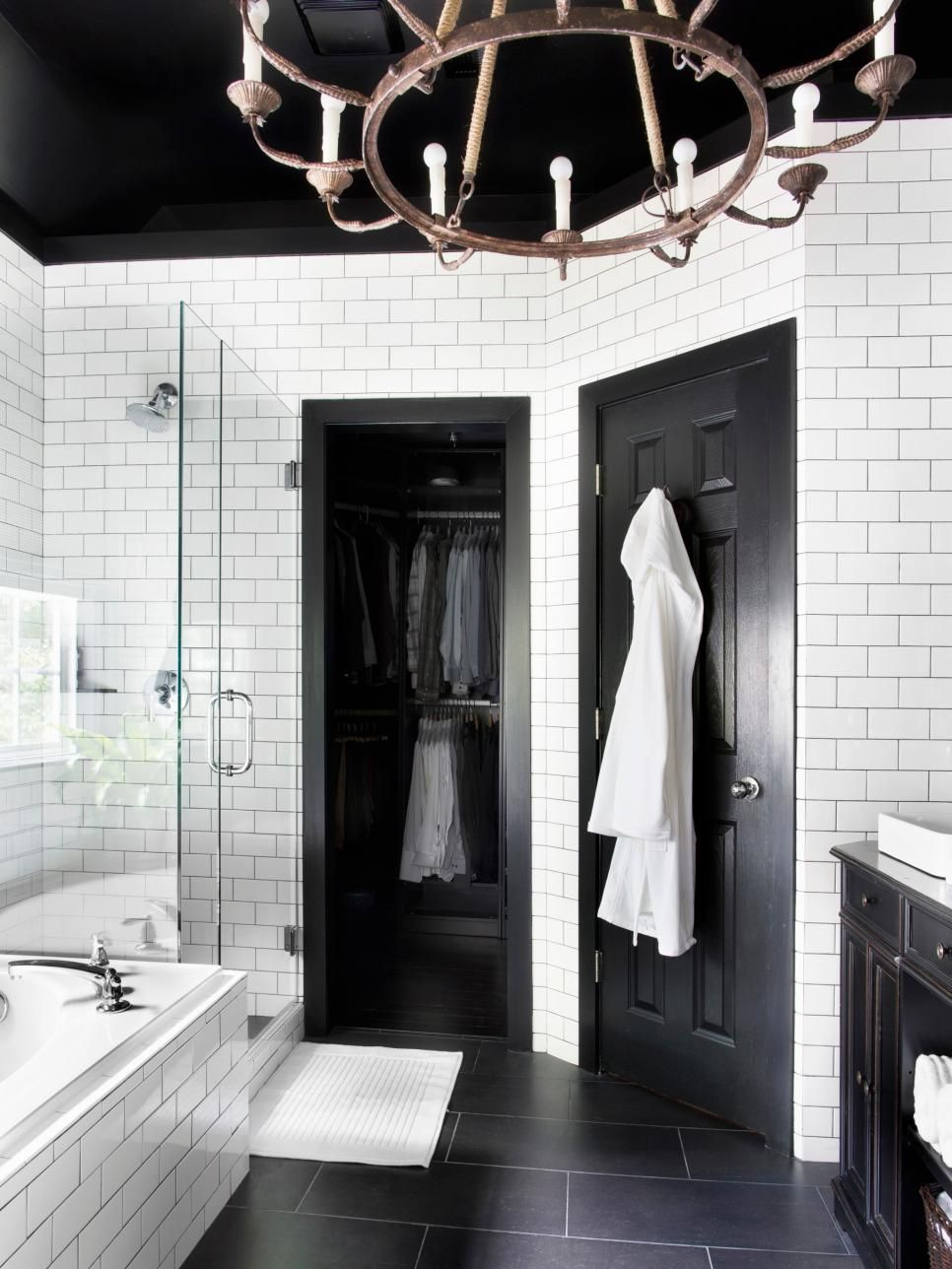 Timeless Black and White Master Bathroom Makeover #whitebathroompaint