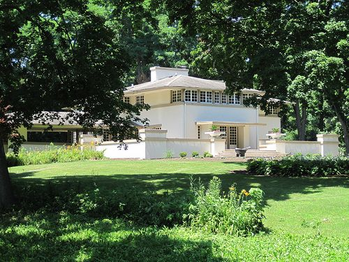 Mrs. A. W. Gridley House - Frank Lloyd - in Batavia (1906). It was designed in 1906 by Frank Lloyd Wright.
