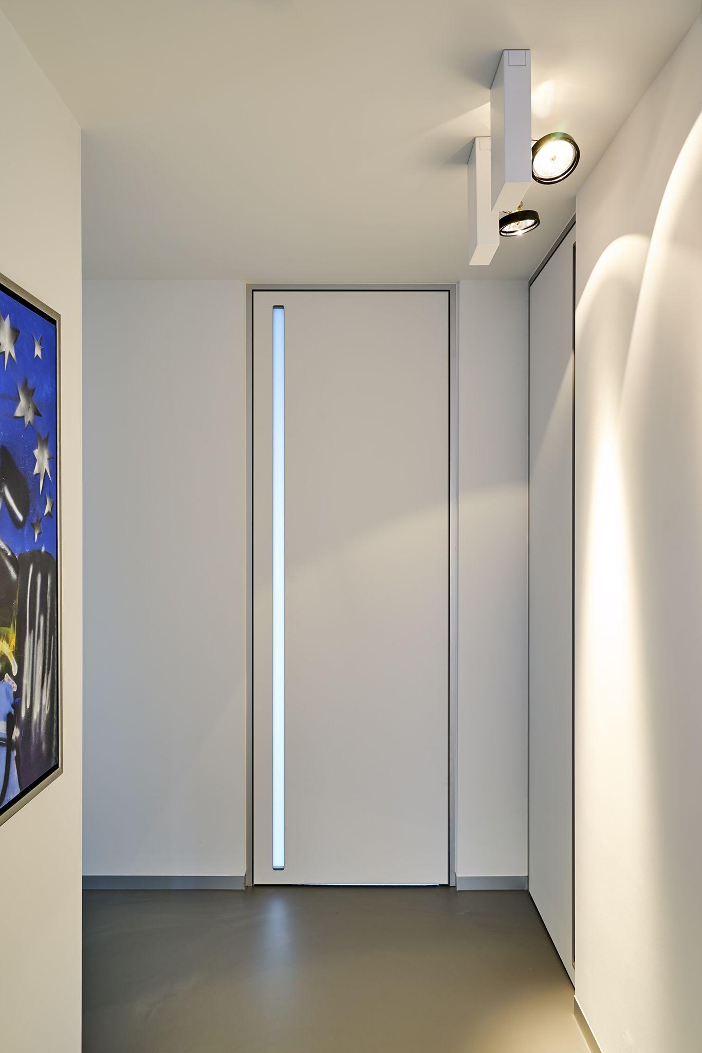 Modern Internal Door From Floor To Ceiling With A Built In Handle Anywaydoors