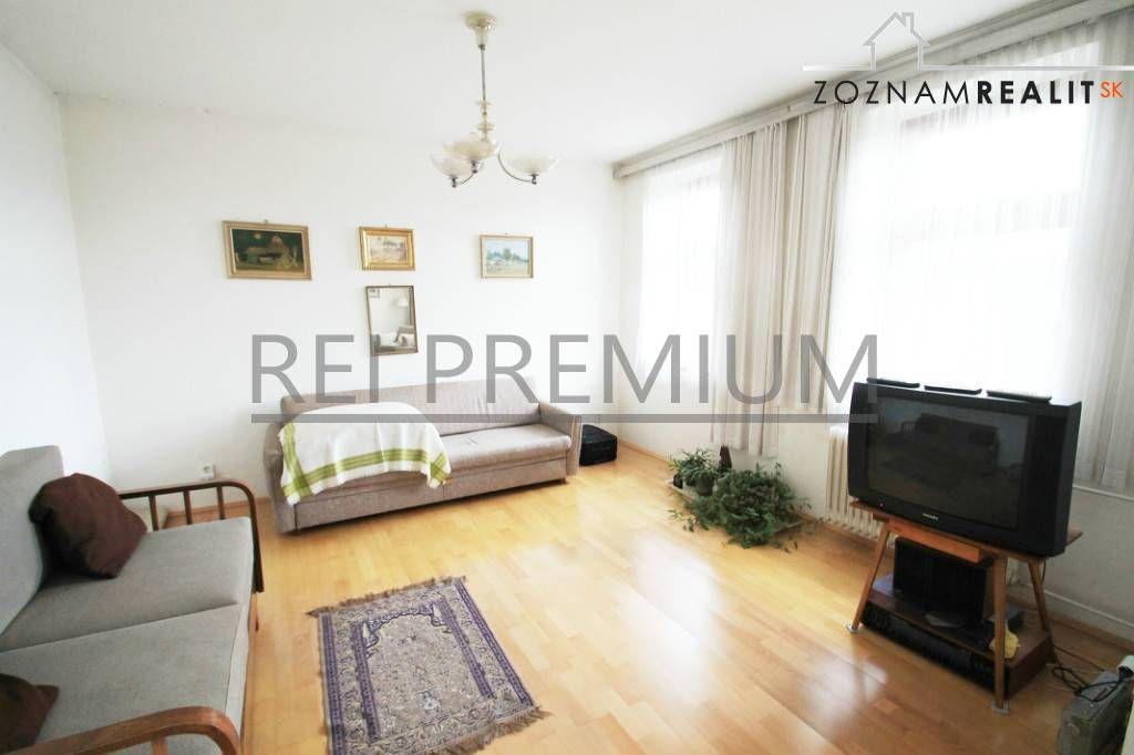 TOP INVESTÍCIA - RODINNÝ DOM NA VEĽKOM POZEMKU, Royova ulica - predaj, Rodinný dom, Bratislava - Nové Mesto