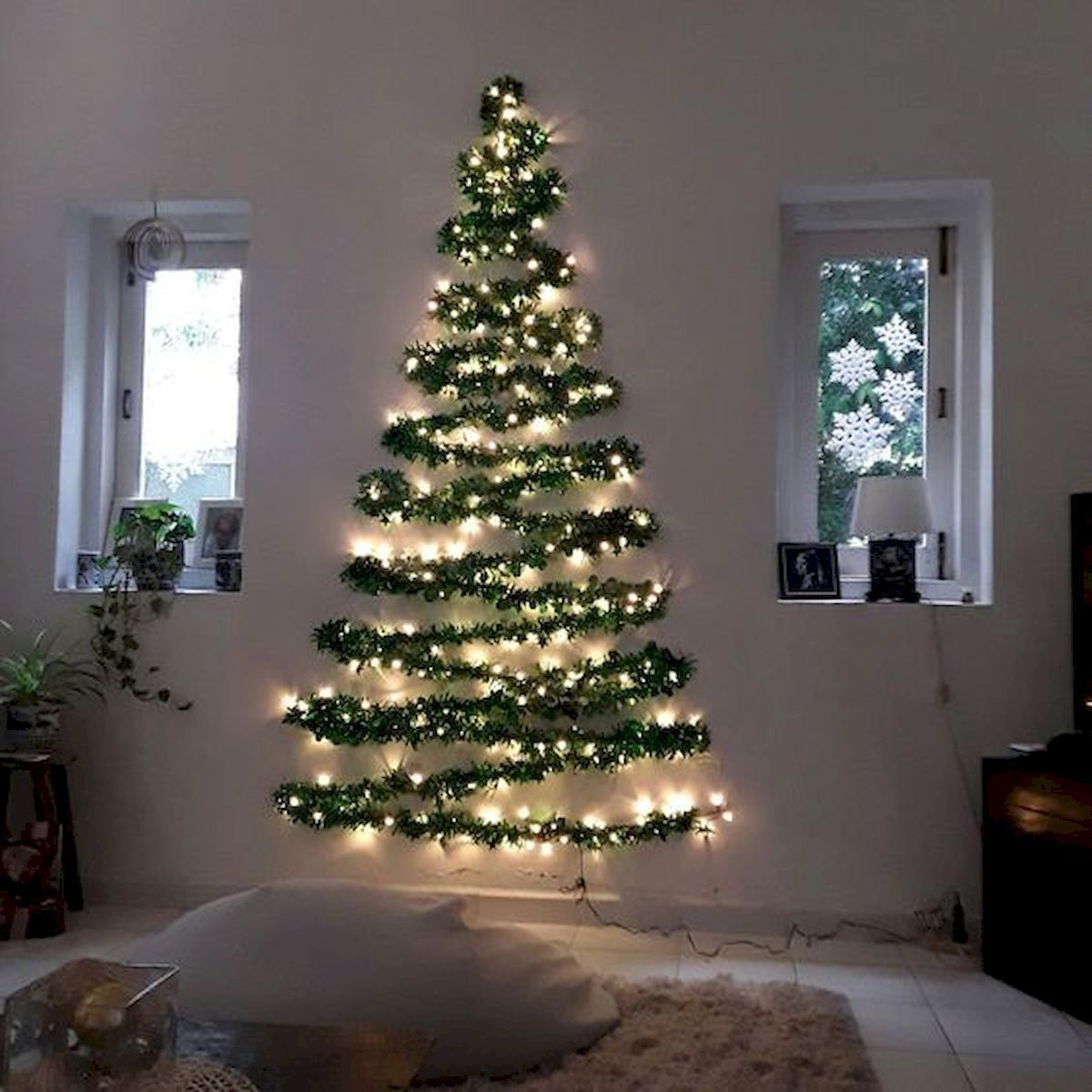 35 Awesome Apartment Christmas Decorations Ideas 34 Christmas Decorations Apartment Creative Christmas Trees Wall Christmas Tree
