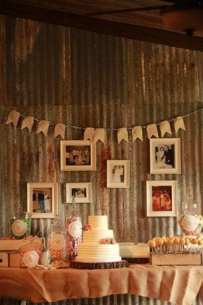 Una mesa de postres muy rústica para una boda original / A rustic dessert table for an original wedding