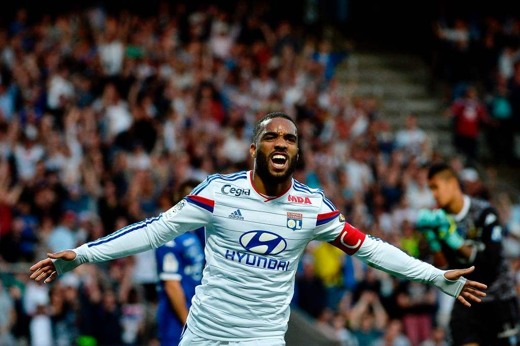 Arsenal Signs Alexandre Lacazette From Lyon For Club Record 68 Million Chelsea Transfer News Lyon Football