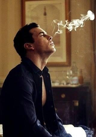 Mario fumando Mario casas, Casas, Hombres hermosos
