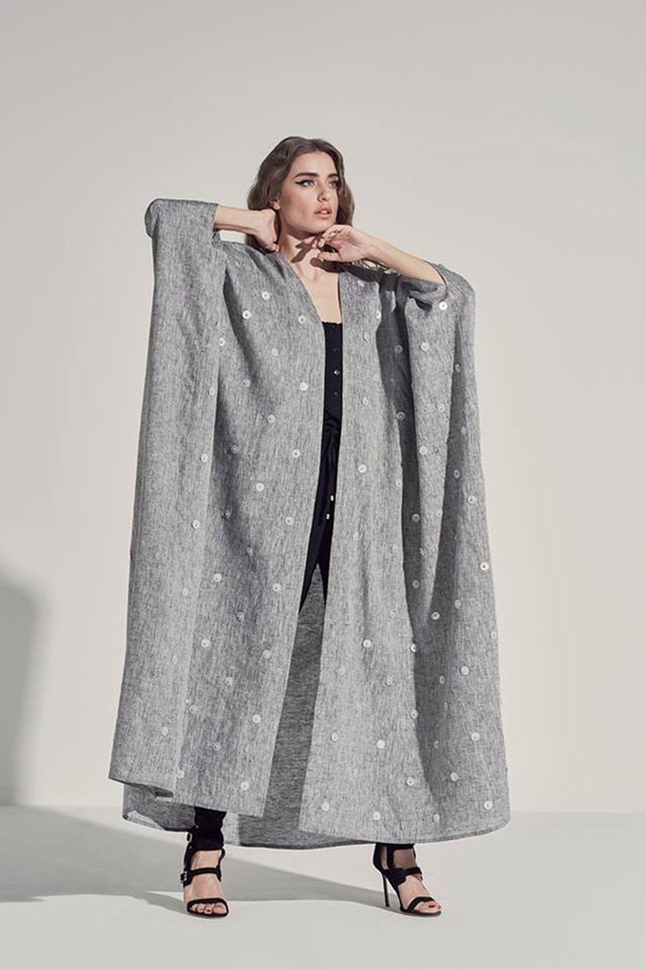 6231d5083 9 ألوان عبايات لأناقة المرأة الخليجية في شتاء 2017 | Abaaya, cloaks ...