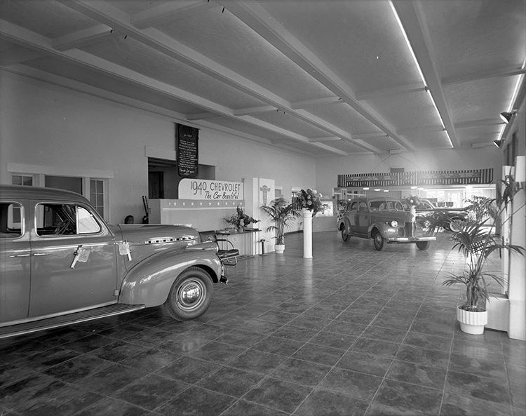Inside Of The Showroom Of The Phoenix Motor Company In 1940 401 W