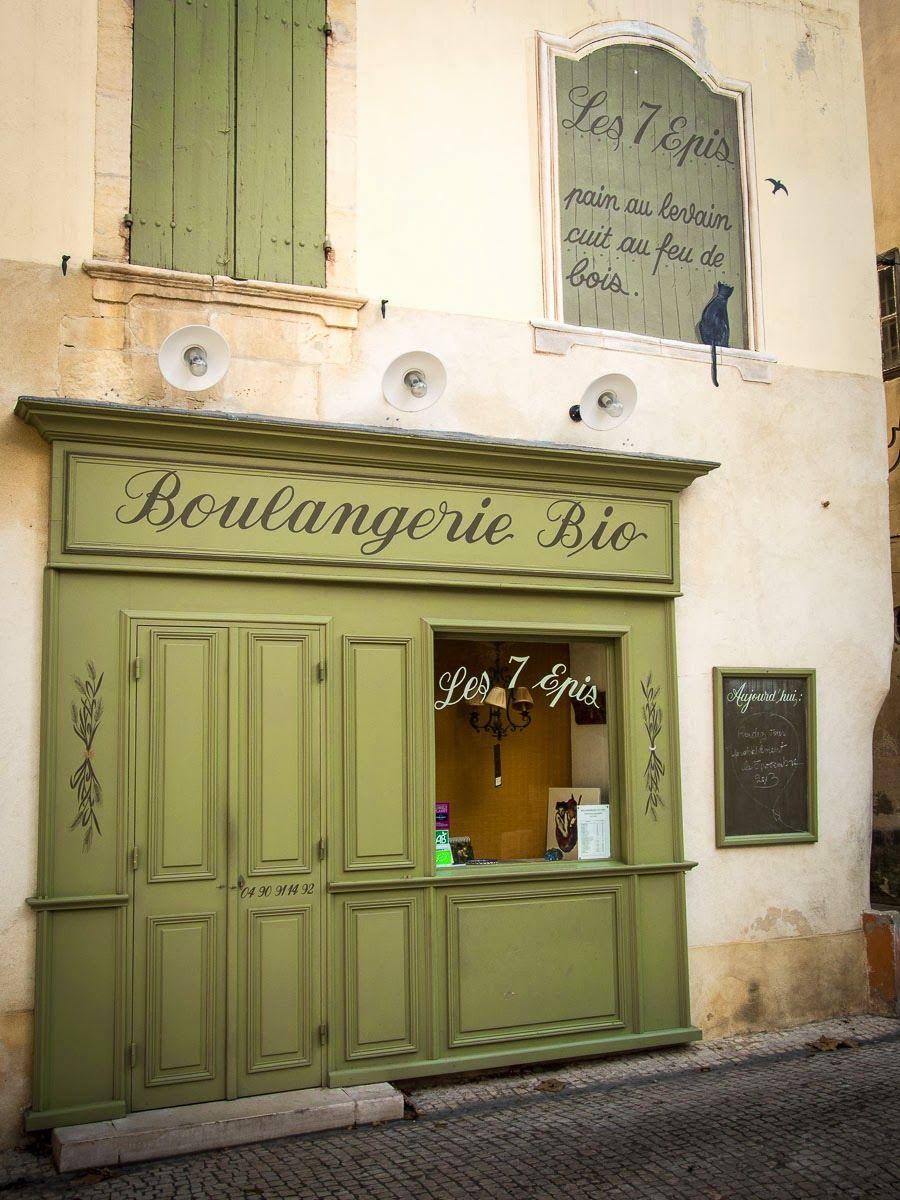 Provence: bakery in Tarascon ♠
