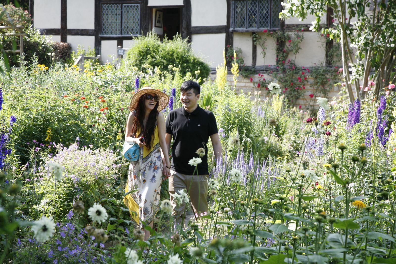 Anne Hathawayu0027s Cottage U0026 Gardens   Shakespeare Birthplace Sweet Peas U0026 Butterfly  Garden