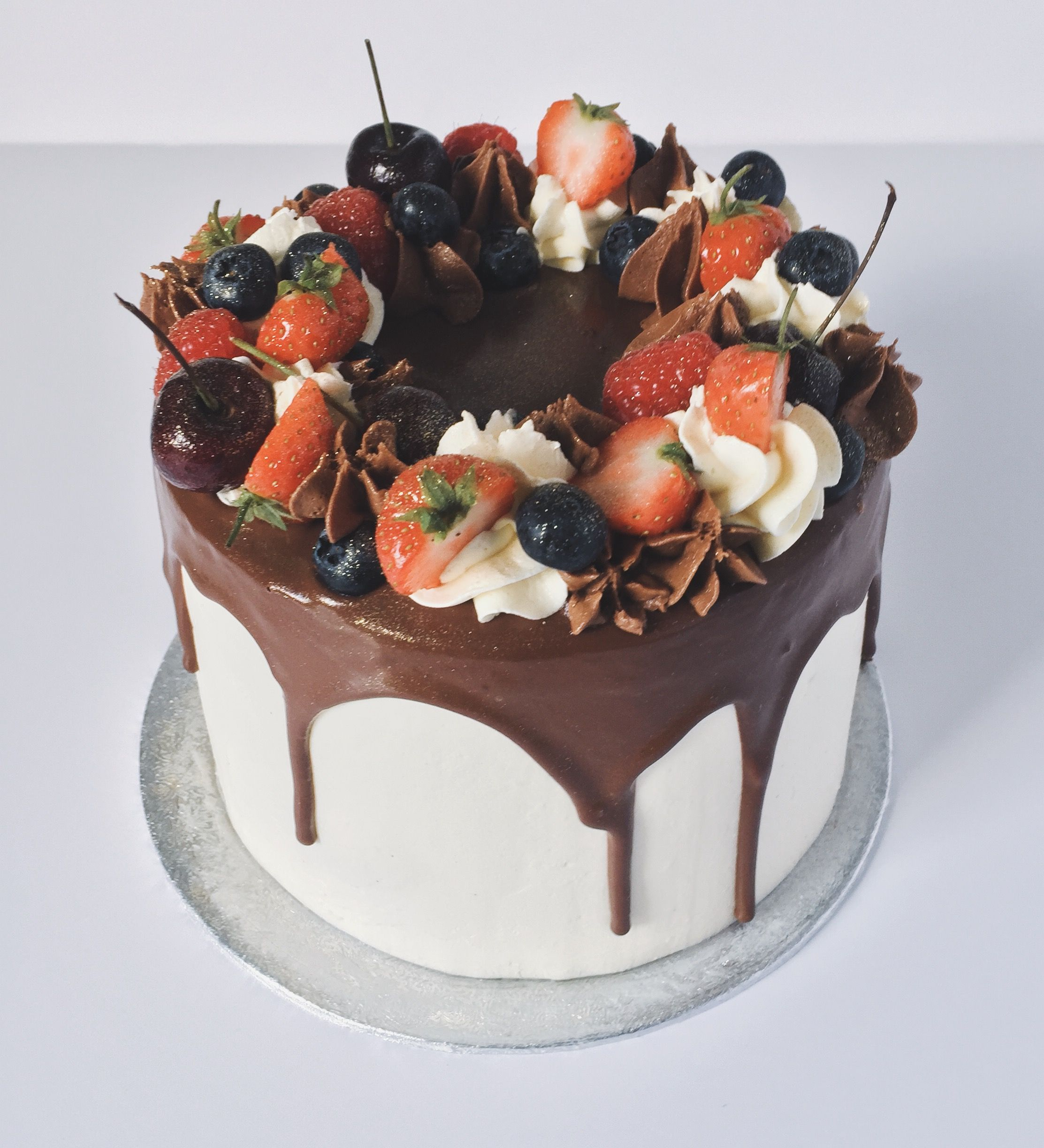 Fresh Fruit Chocolate Vanilla Birthday Cake / Chocolate ...