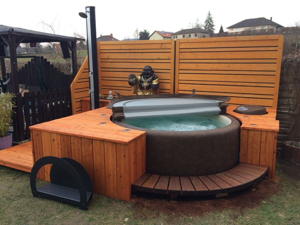Best Photo Rooftop Garden Jacuzzi Popular Rooftop Gardening Is Nothing New City Dwellers Happen To Be Tucking In 2021 Hot Tub Outdoor Inflatable Hot Tubs Hot Tub Deck