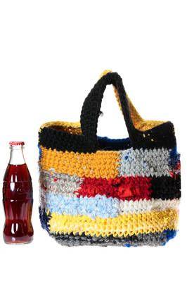 83b26396eb Daniela Gregis | borsa a secchiello in lana a fettucce lavorate a uncinetto  | borsa a secchiello in lana a fettucce lavorate a uncinetto con disegno a  ...