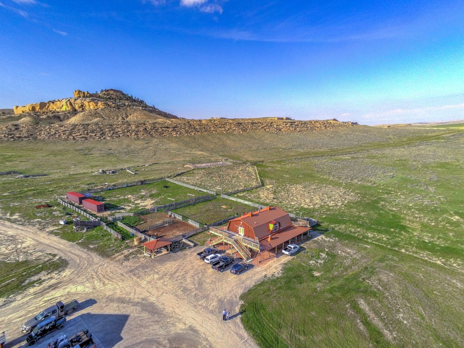 Kanye West S Ranch House In Wyoming In 2020 Ranch House Celebrity Houses Wyoming