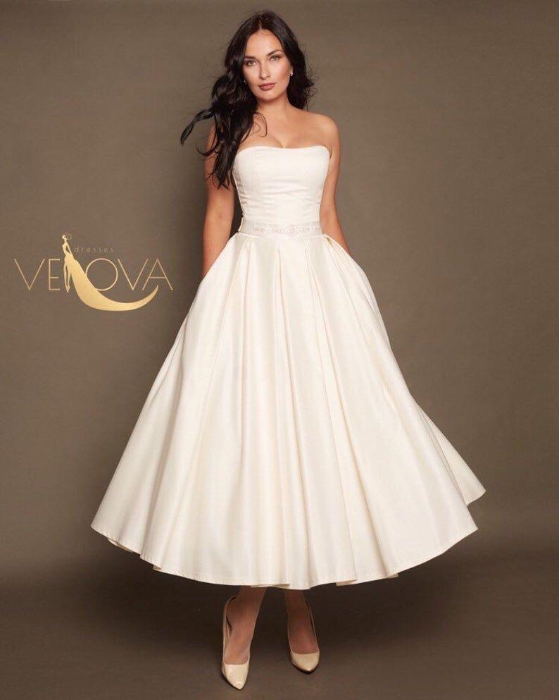 Short Lace Wedding Dress Tea Length Wedding Dress Long Sleeve Etsy In 2021 Tea Length Wedding Dress Short Wedding Dress Wedding Dress With Pockets [ 993 x 794 Pixel ]