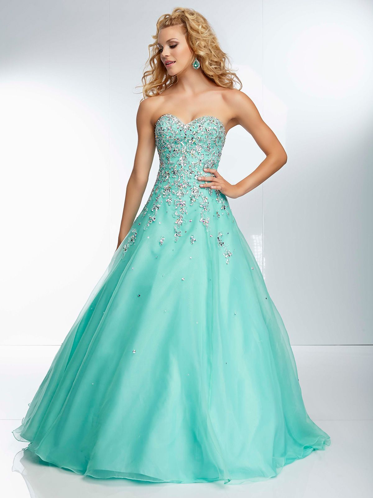 You ll feel like a princess on prom night in this beautiful
