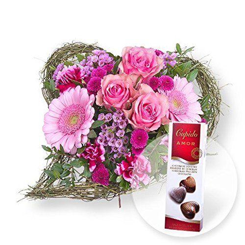 Blumenstrauss Von Herzen Und Pralinen Herzen Geschenke Von Herzen