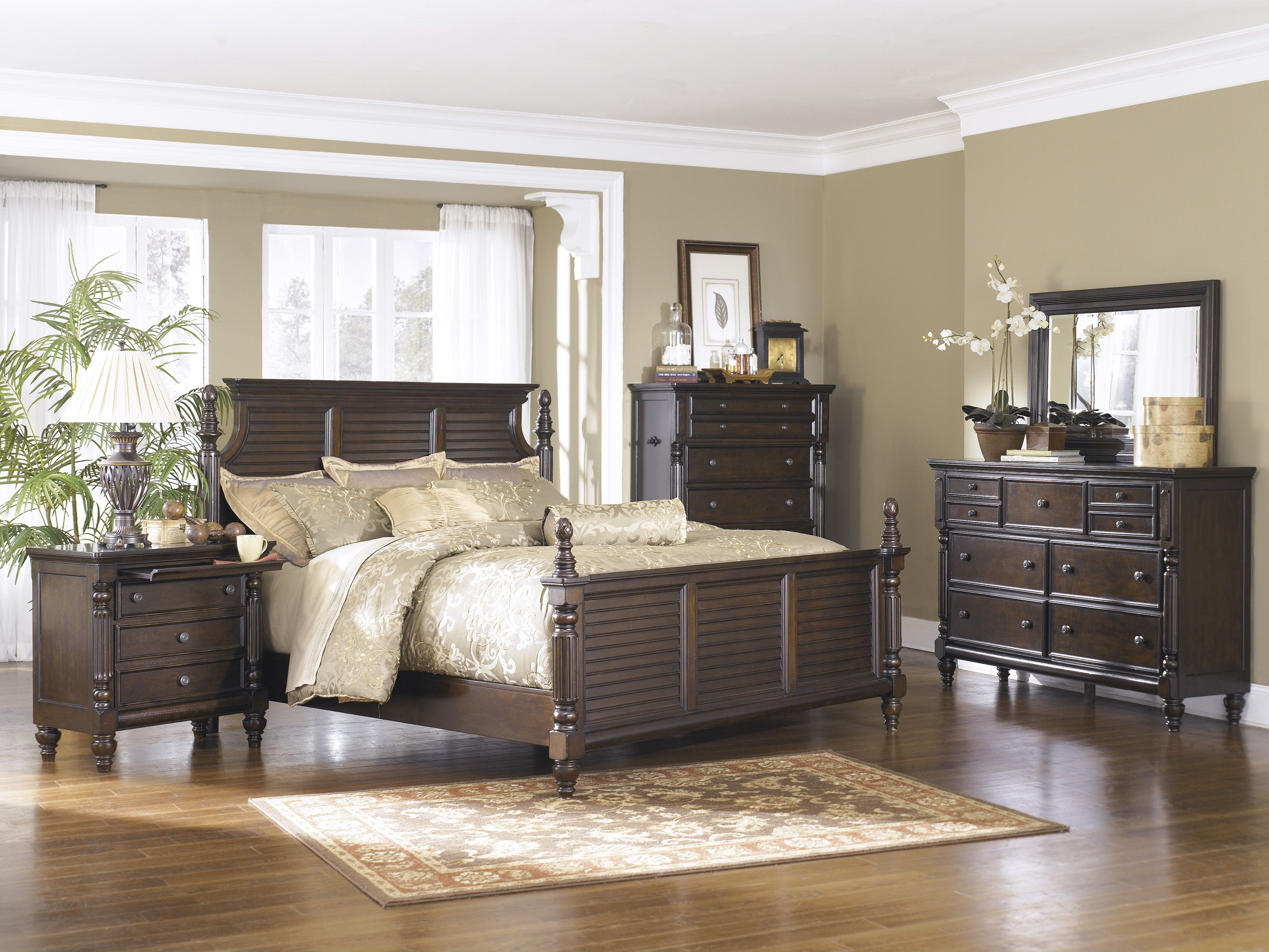 The Key Town Panel Bedroom Set from Ashley Furniture HomeStore I love it Ven a conocer los nuevos ingresos Homestore