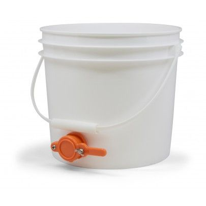 3 5 Gallon Plastic Pail With Honey Gate This Food Grade Plastic Pail Conveniently Stores Honey During The Settlement Period Following Plastic Pail Pail Gallon